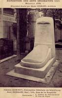 1925 – Tombe au Village Français