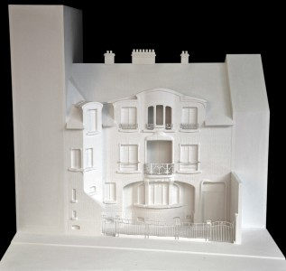 Hôtel Mezzara - Maquette en plâtre au 1/50 - Façade sur rue - Etat en 1910. Hôtel Mezzara - Maquette en plâtre au 1/50. Avec l'aimable autorisation de la Fundacio Catalunya Caixa