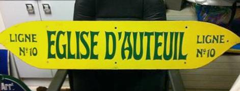 Plaque indicatrice de la station Église d'Auteuil. Annonce passée sur le site Le Bon coin, mise en ligne le 2 septembre 2013. Selon le vendeur, la plaque daterait de 1935. Prix demandé 800 €.