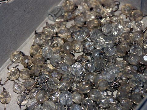 SOFAR, réserve de perles prêtes à être intégrées aux compositions de pendeloques.