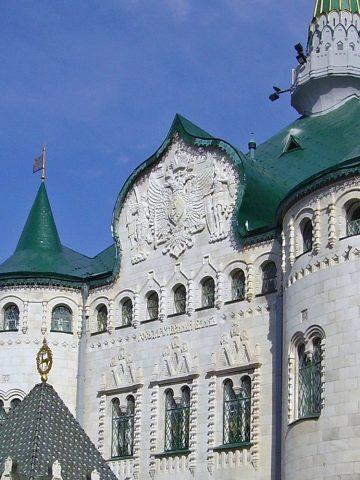 Fronton de la banque d'État de Nijni Novgorod par l'architecte Pokrovski, 1910-1913. Photo Alexey Beloborodov (détail).