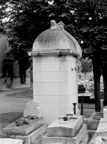 Façade arrière de la sépulture Grunwaldt. Fiche de l'Inventaire général d'Ile-de-France. 1992.