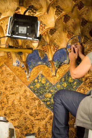 Restauration en cours du plafond du fumoir. © Casavicens.org.