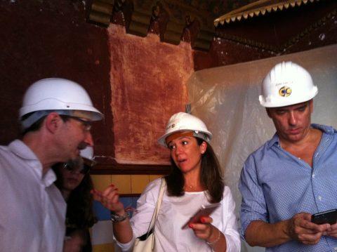 Visite de la maison avec Mercedes Mora (au centre) et Joan Abellà (à droite).
