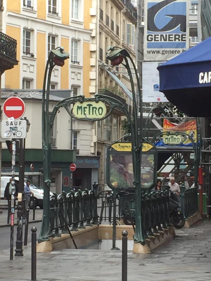 Les entourages de métro à trémies étroites