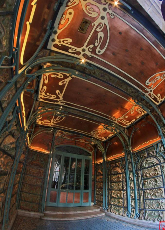 Trois décors en grès émaillé de Guimard — Seconde partie : le vestibule du Castel Béranger