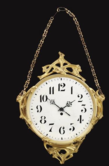 Grand modèle. Vente Christie's, Londres, 29 octobre 2009, vente 5341, lot 126. Attribué à Guimard, cadran refait, adjugé 4375 £.