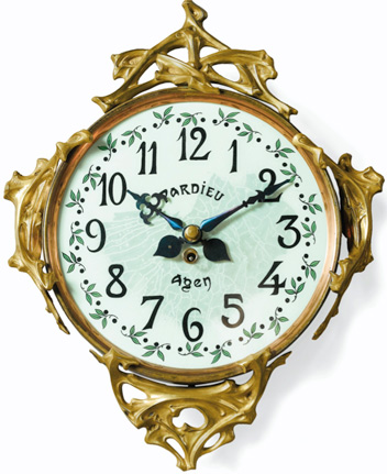 Grand modèle. Vente Sotheby's, Paris, 16 février 2013, lot n° 93, adjugé 10000 €. Précédemment été vendue par Sotheby's New York, le 12 mars 1999, lot n° 161. Attribué à Guimard.