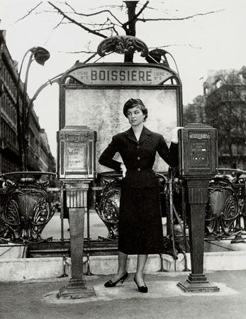 Station Boissière. Le lettrage du « cornichon » est en « lettres bâtons ». Carte-photo des années 1950. Coll. Part.