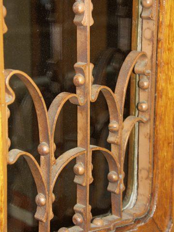 Ferronnerie de la porte cochère de l'Hôtel Solvay par Victor Horta, 224 avenue Louise à Bruxelles, 1895-1900.