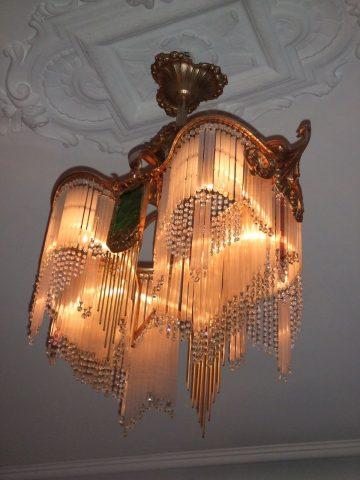 Lustre créé par SOFAR dans le style de Guimard, en collection privée, photographié par l'actuel propriétaire.