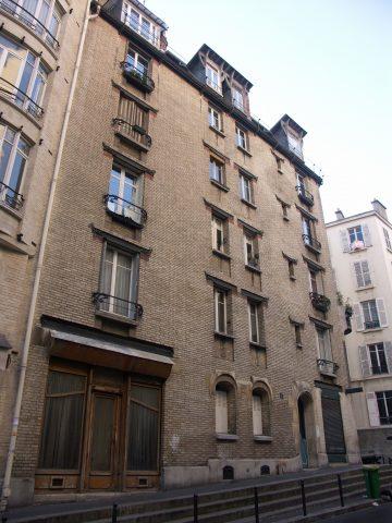 Immeuble Jassedé, 1 rue Lancret. La « cour des miracles » se trouve à droite.