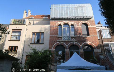 7-gauche-horta-droite-brunfaVue du jardin : à gauche, le bâtiment de Victor Horta et à droite le bâtiment de Brunfaut