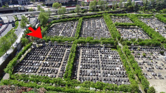 Le cimetière nouveau de Neuilly-sur-Seine. Photo prise depuis la terrasse supérieure de l'immeuble Le Palatin à la Défense, montrant l'emplacement de la sépulture Grunwaldt.