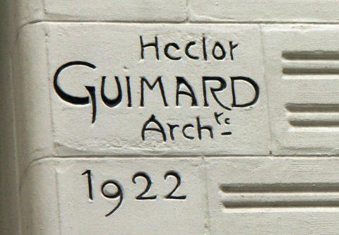 Signature de l'immeuble du 22 square Jasmin. 1922.