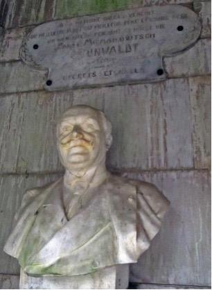 Buste de Paul Grunwaldt à l'intérieur du monument.