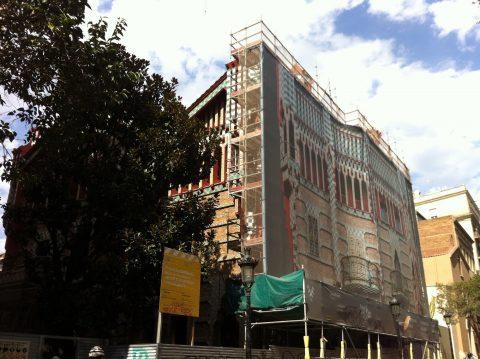 La façade sur rue de la Casa Vicens en cours de restauration. Coll. part.